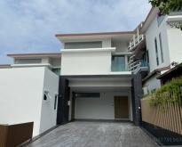 ขาย ราคาถูก!!! บ้านPool villa ติดทะเล ชลบุรี